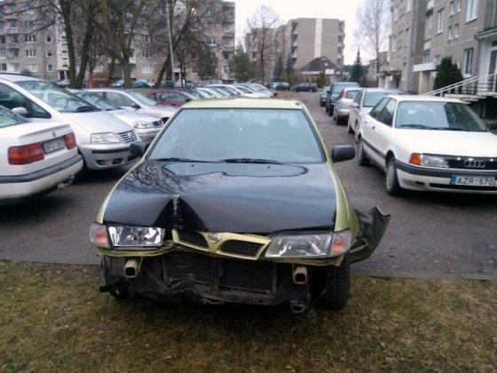 "Vilkmerge.lt nuotr./Kelių erelio ""Nissan Sunny"" po avarijų"