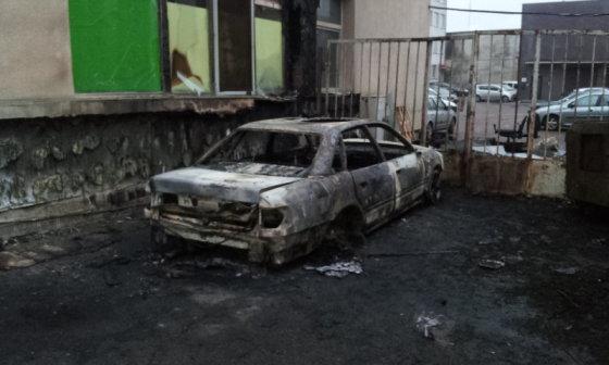 "FNTT nuotr./Sudegintas FNTT pareigūnų automobilis ""Audi 100"""