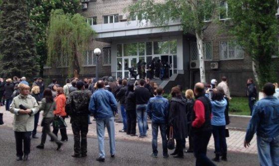 """Nuotr. iš """"Facebook""""/Užgrobtas pastatas Donecke"""