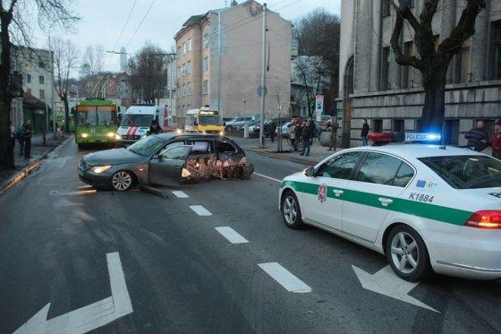 Eriko Ovčarenko/15min.lt nuotr./BMW avarija K. Donelaičio gatvėje