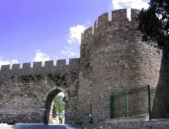 Kadifekales pilis