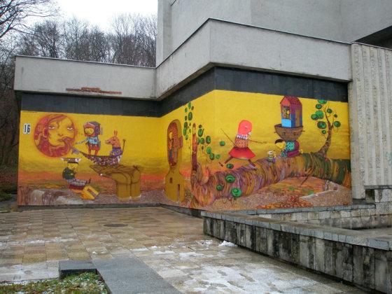 Bienale.lt nuotr./Kauno paveikslų galerijos fasadas išpieštas brazilų grafičiais.
