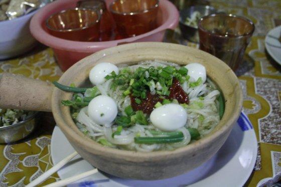 Ž.Nečejauskaitės nuotr./Mohinga – žuvies sultinys su ryžių makaronais