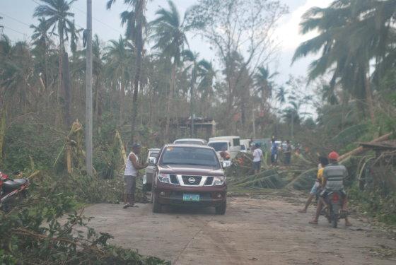 Štai tokiu keliu po praūžusio taifūno lietuviams teko važiuoti maždaug 300 km.