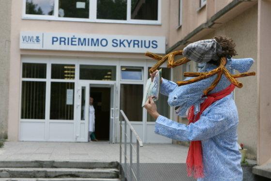 Juliaus Kalinsko/15min.lt nuotr./Menininkai pristatė kūrinius, kurie įsikurs vaikų ligoninėje