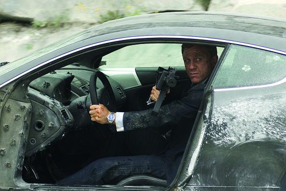 """Kino kūrėjų nuotr./Martynas Ivanovas pavadavo prie """"Aston Martin"""" vairo Danielį Craigą jau dviejose bondiados juostose – """"Paguodos kvantas"""" ir """"Operacija """"Skyfall""""."""
