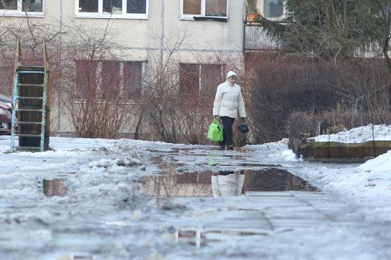 Juliaus Kalinsko/15min.lt nuotr./Šaligatviai Vilniaus kiemuose