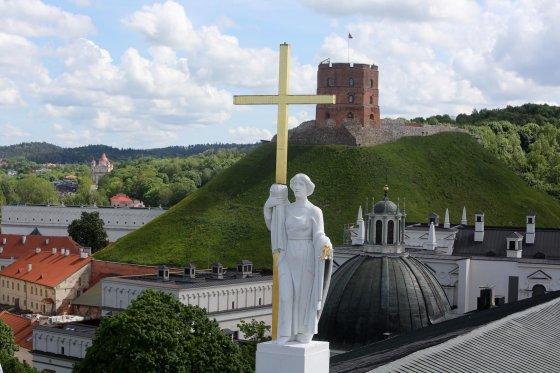 Juliaus Kalinsko/15min.lt nuotr./Vilniaus katedros varpinė ir vaizdai per jos langus