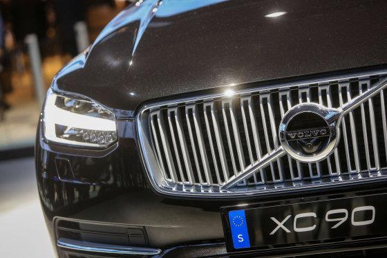 """Juliaus Kalinsko/15min.lt nuotr./""""Volvo"""" stendas Paryžiaus automobilių parodoje"""