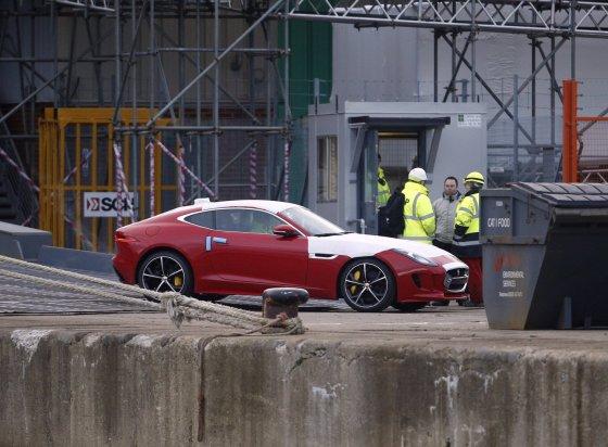 """""""Scanpix""""/""""PA Wire""""/""""Press Association Images"""" nuotr./Iš laivo """"Hoegh Osaka"""" išvarytas automobilis"""