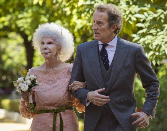 """""""Scanpix""""/AP nuotr./Albos kunigaikštienė Maria del Rosario Cayetana Fitz-James Stuart su savo vyru Alfonso Diezu  (2011 m.)"""