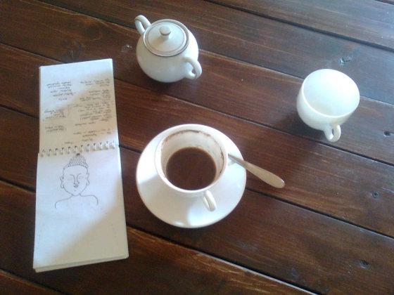Gintos Gaivenytės nuotr./Kava su pienu Aukštadvario kavinėje.