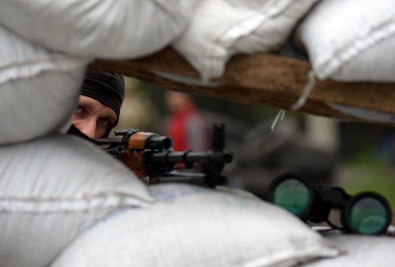 "AFP/""Scanpix"" nuotr./Ginkluotas prorusiškas separatistas Slovjanske"