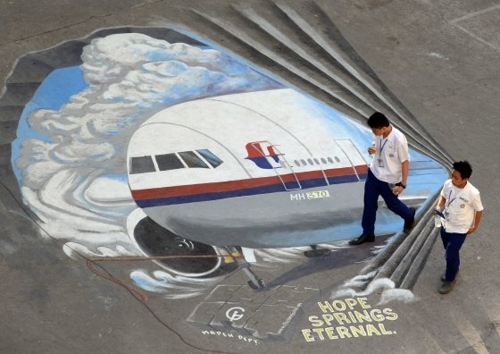 """AFP/""""Scanpix"""" nuotr./Dingusio """"Malaysia Airlines"""" lėktuvo trimatis piešinys"""