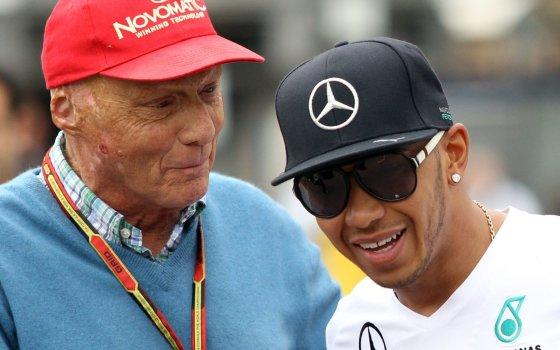 """AFP/""""Scanpix"""" nuotr./Niki Lauda ir Lewisas Hamiltonas"""