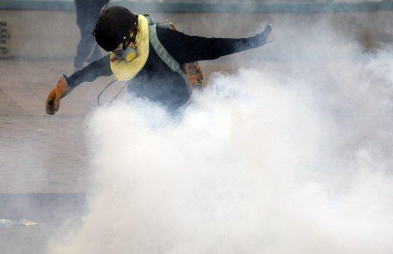 """AFP/""""Scanpix"""" nuotr./Protestuotojas Venesueloje"""