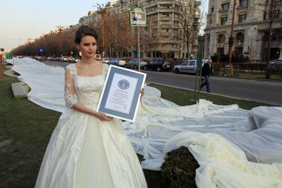 """Reuters""/""Scanpix"" nuotr./Emma Dumitrescu laiko Guinnesso rekordo sertifikatą"