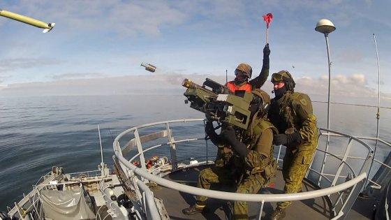 KAM archyvo ir  Lenkijos gynybos ministerijos nuotr./Šaudymai STINGER sistema nuo Lietuvos KJP laivo