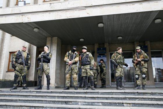 """""""Reuters""""/""""Scanpix"""" nuotr./""""Žalieji žmogeliukai"""" Slaviansko mieste"""