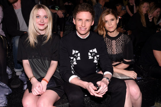 H&M nuotr./Dakota Fanning, Eddie Redmayne'as ir Kate Mara