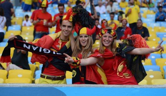 AOP nuotr./Axelle Despiegelaere (centre) su draugais