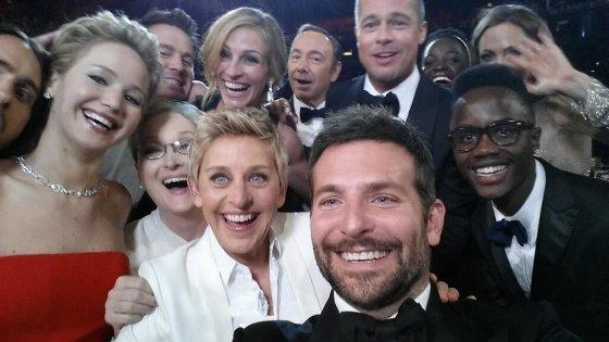 """Twitter"" nuotr./Ellen DeGeneres su Meryl Streep, Bradu Pittu, Angelina Jolie, Jennifer Lawrence, Bradley Cooperiu, Jaredu Leto, Channingu Tatumu, Lupita Nyong'o ir Kevinu Spacey"