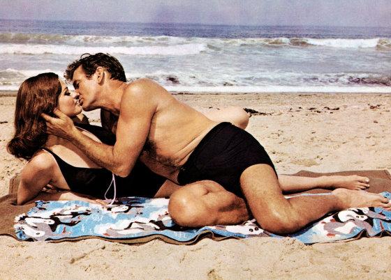 "AOP nuotr./Claudia Cardinale ir Rodas Tayloras filme ""The Hell with Heroes"" (1968 m.)"