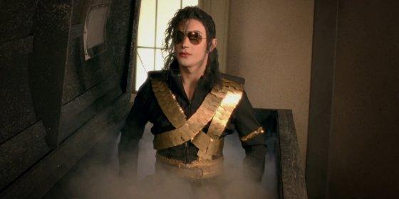 """Kadras iš """"Youtube""""/Michaelo Jacksono klonas Lady Gagos dainos """"G.U.Y."""" vaizdo klipe"""