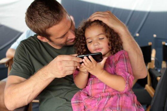 """""""Facebook"""" nuotr./Paulas Walkeris su dukra"""