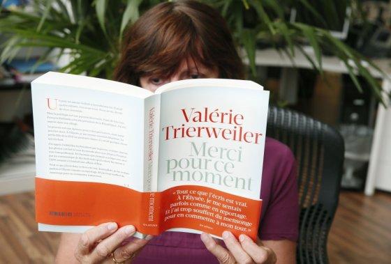 "AFP/""Scanpix"" nuotr./Valerie Trierweiler knyga apie Francois Hollande'ą"