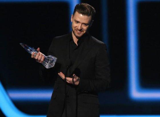 """Justinas Timberlake'as atsiima apdovanojimą už mėgstamiausią albumą """"The 20/20 Experience"""""""
