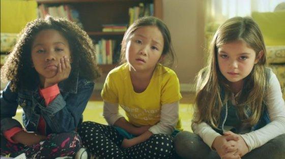 """Kadras iš """"Youtube""""/""""GoldieBlox"""" reklamos žvaigždės: Raven, Sabrina ir Reese"""