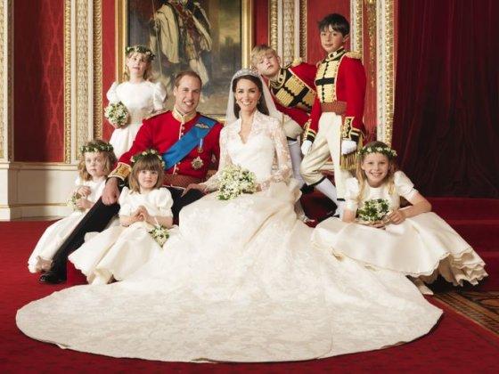 Ledi Louise Windsor (stovi kairėje) per pusbrolio princo Williamo ir Kembridžo hercogienės Catherine vestuves