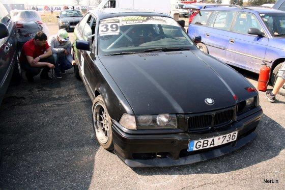 """Džiugo """"driftui"""" paruoštas BMW 325"""