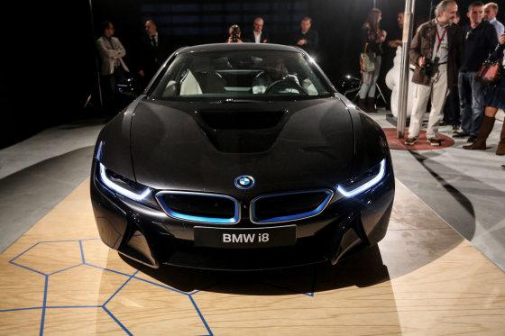 Juliaus Kalinsko/15min.lt nuotr./Hibridinis BMW i8 parodytas Lietuvoje