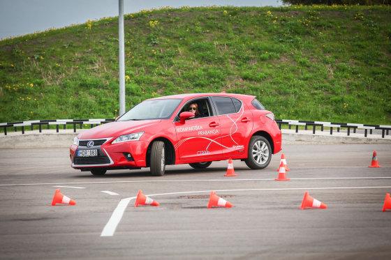 """Vpfoto.lt nuotr./""""Lexus"""" renginys klientams Panevėžio vairavimo mokymo centre"""