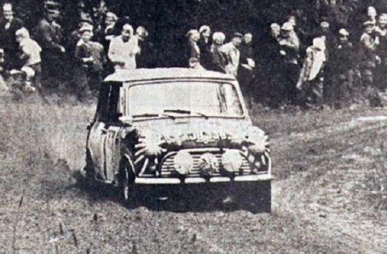 """Wikipedia.org nuotr./Timo Mäkinenas 1965-ųjų Suomijos ralyje su """"MINI Cooper S"""""""