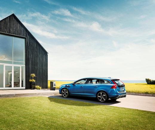 "Gamintojo nuotr./""Volvo V60 Plug-in Hybrid"" su ""R Design"" apdaila"