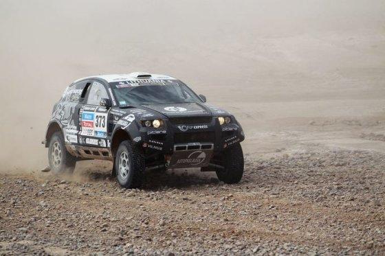 Tomo Tumalovičiaus nuotr./Benedikto Vanago ir Andrejaus Rudnickio ekipažas Dakare