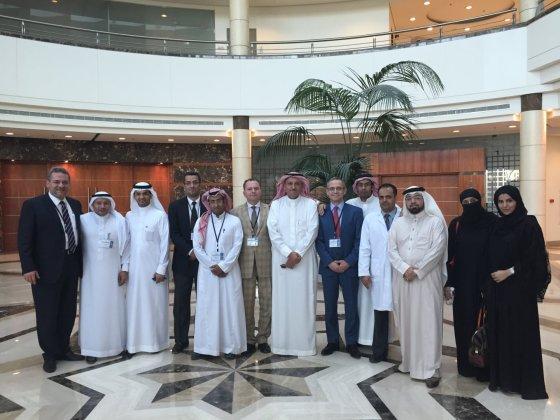 Egzaminų komisijos nariai bei Saudo Arabijos rezidentai po egzamino. Šeštas iš kairės prof. N. E. Samalavičius.