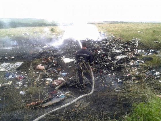 """""""Reuters""""/""""Scanpix"""" nuotr./ Ukrainoje sudužęs Malaizijos laineris """"Boeing 777"""" su 295 žmonėmis numuštas iš Rusijos teritorijos"""