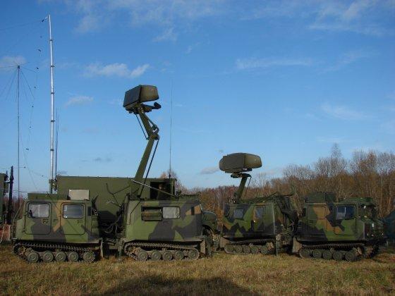 """Oro gynybos bataliono archyvo nuotr./Karinių oro pajėgų kariai dalyvauja elektroninės kovos pratybose """"Ramšteino sargyba"""""""