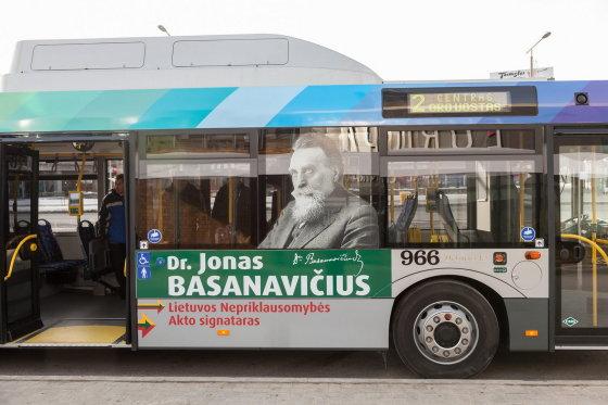 Vilniaus sav. nuotr./Autobusas su Jono Basanavičiaus atvaizdu