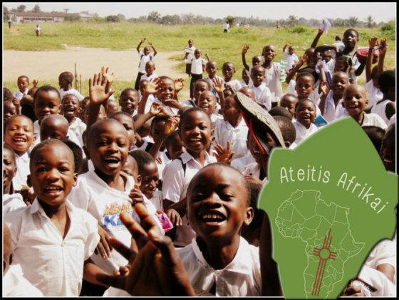 MAS nuotr./Moksleiviai ateitininkai rinko lėšas Kongo mokyklai