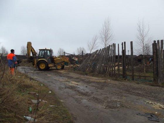 Vilniaus sav. nuotr./Vilniaus romų tabore nugriauti dar keli nelegalūs statiniai ir sutvarkyta teritorija.