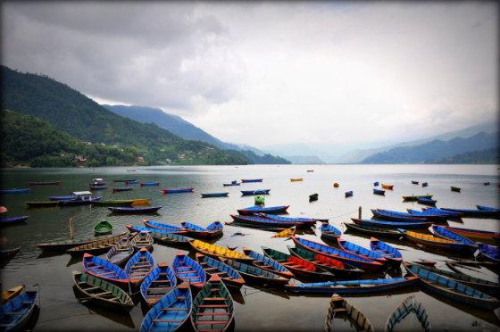 Mykolo Vadišio nuotr./Išsinuomoti valtį dienai Pokharos ežere kainuoja apie 20 lt