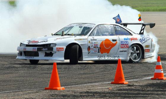 """""""D1Sport"""" komandos nuotr./Kastytis Alekna su """"Nissan 200SX"""" (S14a)"""