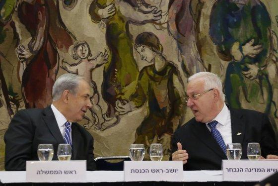 "AFP/""Scanpix"" nuotr./Izraelio premjeras Benjaminas Netanyahu ir prezidentas Reuvenas Rivlinas"