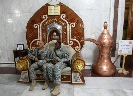 """""""Scanpix"""" nuotr./JAV kariai nuverstojo Irako diktatoriaus Saddamo Husseino rūmuose"""
