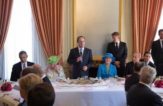 """AFP/""""Scanpix"""" nuotr./Lyderių pietūs. Kalbą sako šeimininkas Francois Hollande'as"""